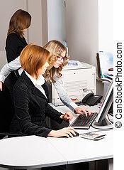 fonctionnement, femmes affaires, bureau