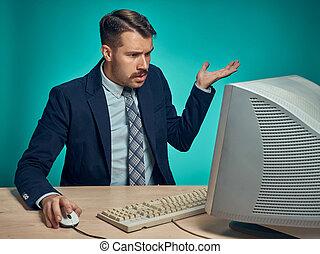 fonctionnement, jeune, informatique, bureau, surpris, homme