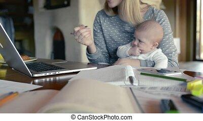 fonctionnement, ordinateur portable, fils, bras, unrecognizable, mère