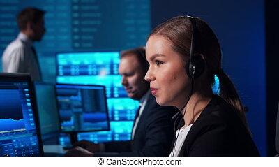 fonctionnement, professionnel, bureau, courtiers, concepts., marchés, technology., lieu travail, station travail, échange, financier, global, banque, business, analyse, traders., équipe, utilisation