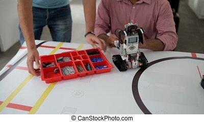 fonctionnement, robotique, jeune, machine, équipe, ingénieurs