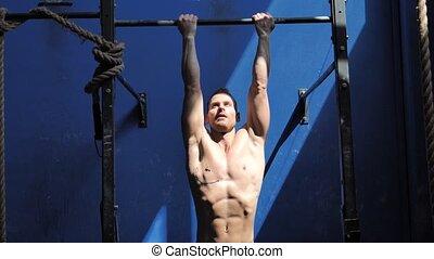 fonctionnement, sans chemise, exercisme, jeune, séduisant, homme, gymnase, dehors
