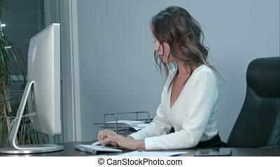 fonctionnement, tablette, ordinateur portable, ordinateur gestion, asiatique, numérique, bureau, femmes