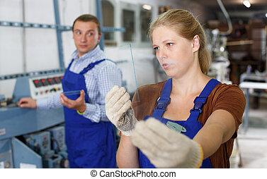 fonctionnement, usine, femme, verre, vitrier