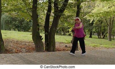 fonctionnement, watch., personne agee, dehors, parc, vieux, ...