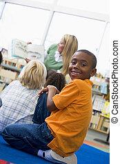 fond, classe, regarder, appareil photo, étudiant, focus), (selective, lecture, prof