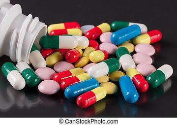 fond foncé, coloré, pilules