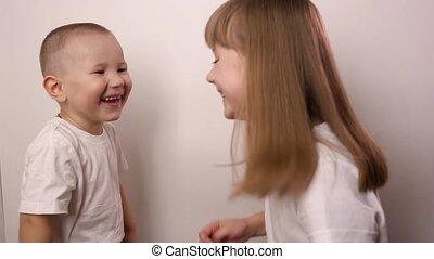 fond, heureux, jeu, papier, jeu, enfants, sourire, rire, rocher, blanc, scissor