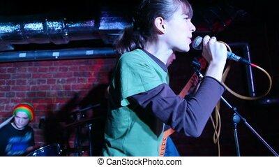 fond, jeune, musiciens, chant, vocalist femelle