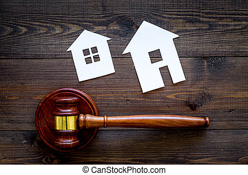 fond, maison, vue, enchère, marteau, juge, space., bois, propriété, copie, division., lotissement, sommet, sombre, vrai, coupure, law.