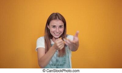fond, sur, émotions, spectacles, femme, blanc, jeune, t-shirt orange, porter