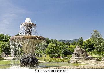 fontanna park, roses., niemcy, baden-baden.