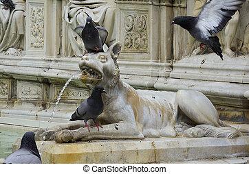 Particolare della fontana principale di Siena
