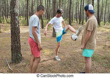 football esegue, amici, tre, foresta