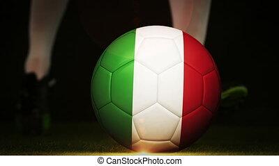 football, italie, joueur, donner coup pied, drapeau