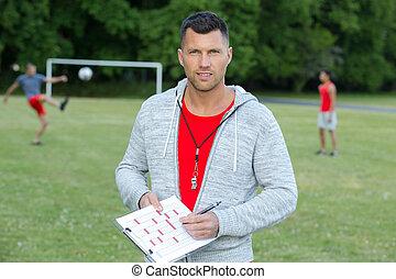 football, mâle, presse-papiers avoirs, entraîneur