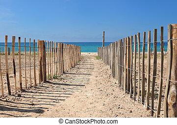 footpath between fence - footpath beetween wooden fence ...
