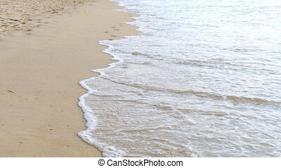 Footprints on the beach - Footprints and waves on the Mai...