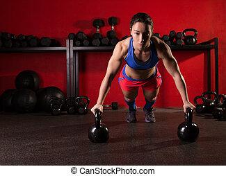 força, malhação, push-up, mulher, kettlebells, ginásio