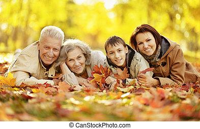 forêt automne, famille, heureux, délassant, portrait