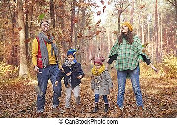 forêt, famille, jouer