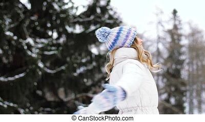 forêt, femme heureuse, hiver, jeune