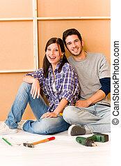 forbedring til hjem, ungt par, slappe, på, gulv