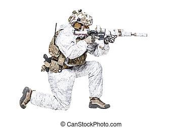 forces spéciales, opérateur, dans, hiver, camo, vêtements