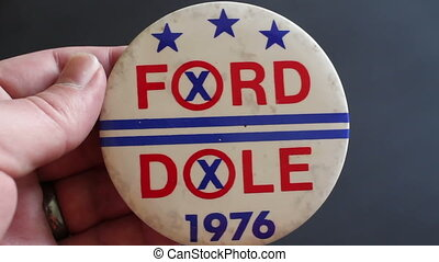 Ford Dole Political Pin Button
