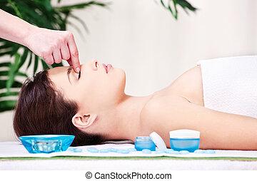 forehead massage treatment in spa salon
