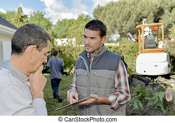 Foreman explaining something to a colleague