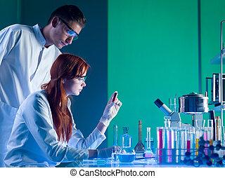 forense, cientistas, estudar, um, cartucho