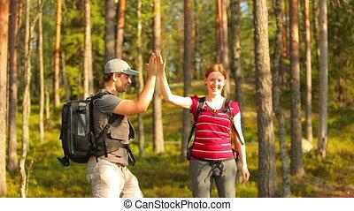 forest., молодой, туристы