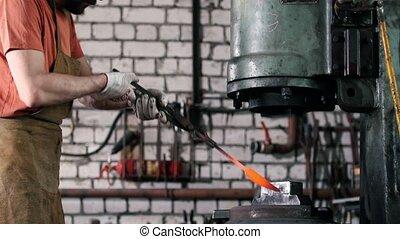 forge, forgeron, métal chaud, fonctionnement