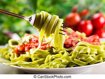 spinach tagliatelle - fork with spinach tagliatelle