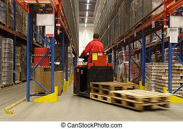 forkift, operatore, in, magazzino