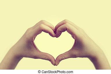 forma coração, faz, menina, mãos