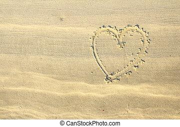 forma corazón, dibujado, blanco, arena de la playa
