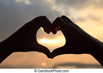 forma corazón, elaboración, de, manos
