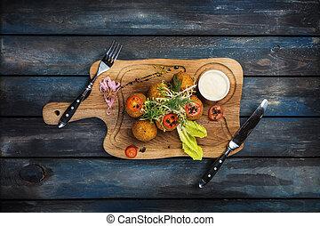 formaggio, palle, carne, manzo, molliche, profondo fritto, salsa