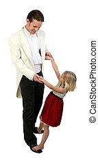 formals, pappa, dotter, dansande