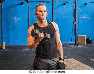 formation, dumbbells, biceps, jeune, levage, homme