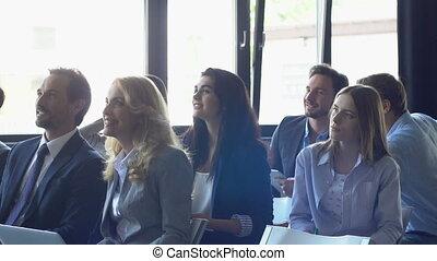 formation, groupe, écoute, professionnels, réussi, présentation, businesspeople, séminaire, siiting, réunion équipe, rang