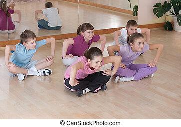 formation, groupe, engagé, indoors., enfants, physique