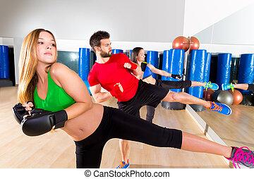 formation, groupe, gymnase, boxe, bas, aerobox, coup de pied