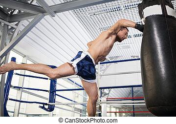 formation, kickboxer, boxer., jeune, sac, frapper, agressif