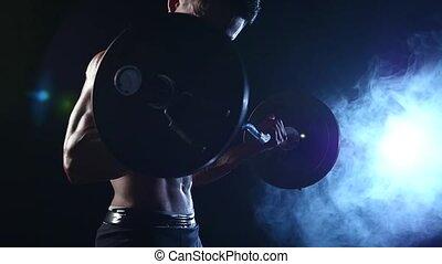formation, lent, biceps, musculaire, mouvement, arrière-plan., noir, asiatique, fumée, barbell., homme