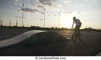 formation, lent, rampe, jeune, mouvement, motard, bord, coucher soleil, équitation, mâle, acrobatique