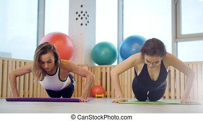 formation, mains, jeune, fitness, studio., femmes