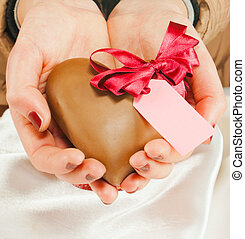 forme coeur, bonbon, chocolat, tenant mains